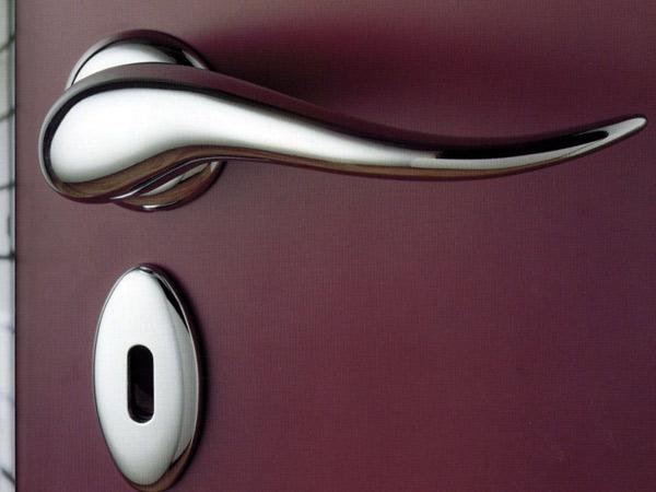 Maniglia-e-serratura